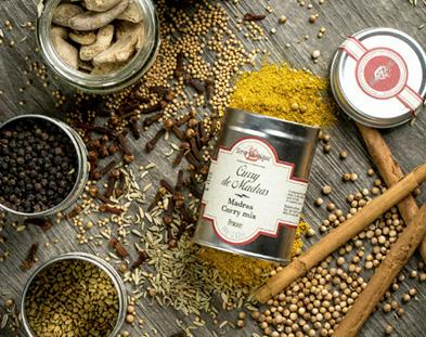Fameux mélange indien, le curry se mange à toutes les sauces, même sucrées !