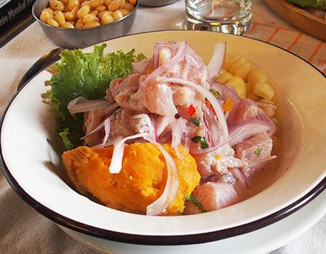 ceviche péruvien de poisson avec sel de maras